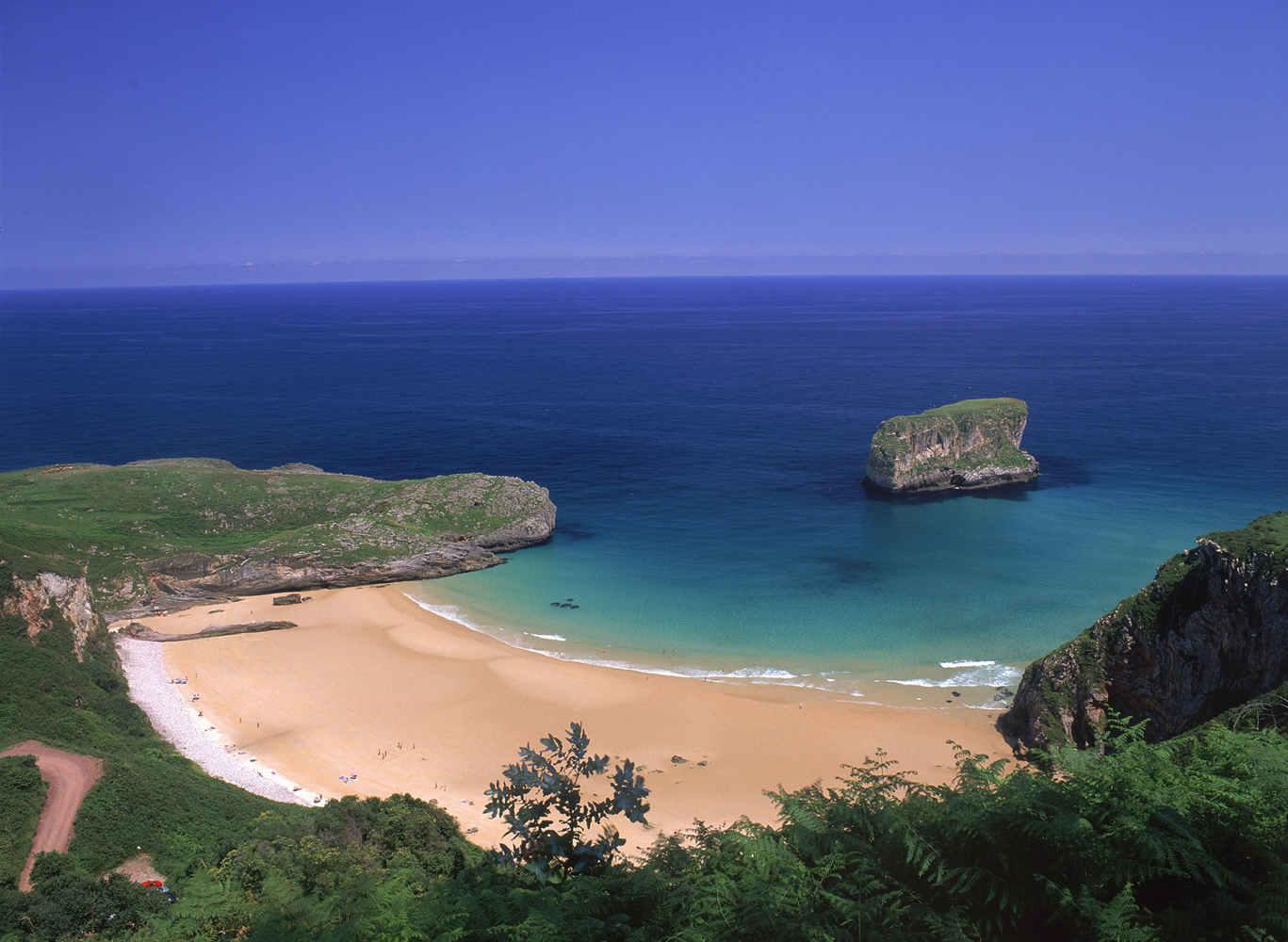 playa ballota escuela surf llanes