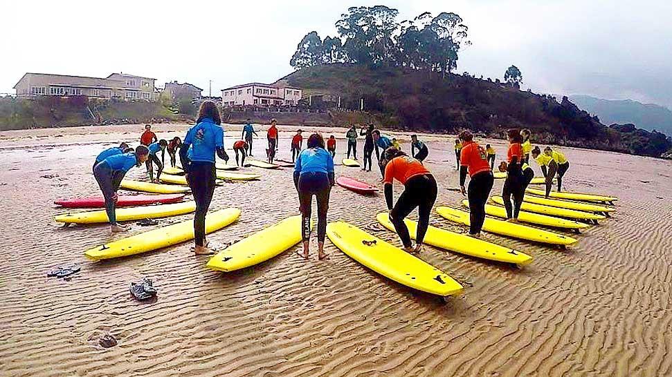 curso de surf en llanes