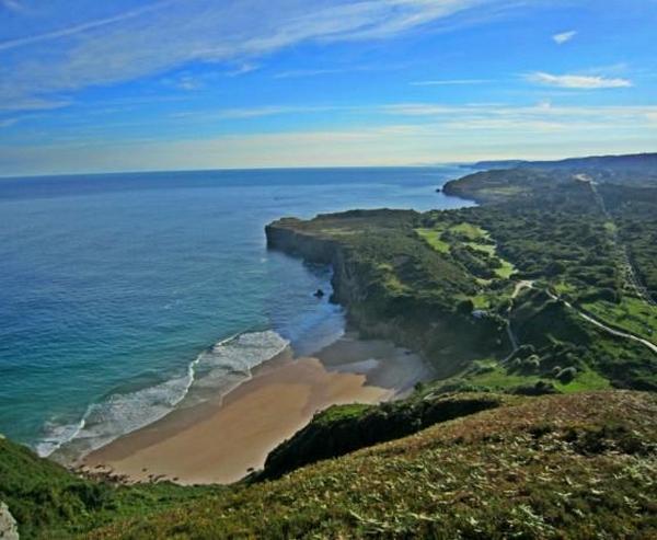 paisaje de campamento surf Llanes
